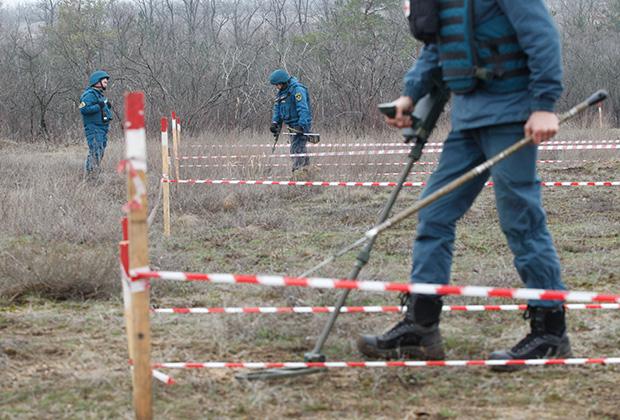 Саперы Народной милиции ДНР на позициях в селе Солнцево под Донецком