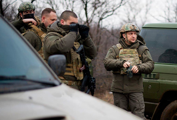 Президент Украины Владимир Зеленский на позициях ВСУ в Донбассе