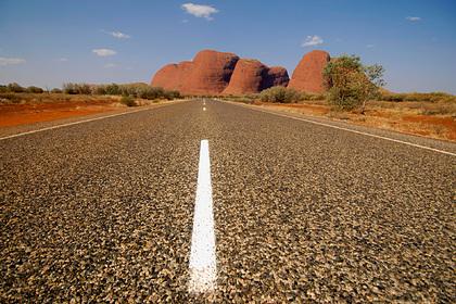 Турист перепутал дорожный знак и два дня выживал в пустыне без еды: Происшествия: Путешествия: Lenta.ru