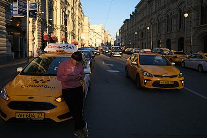 Российские таксисты рассказали о своих ритуалах и суевериях в поездках