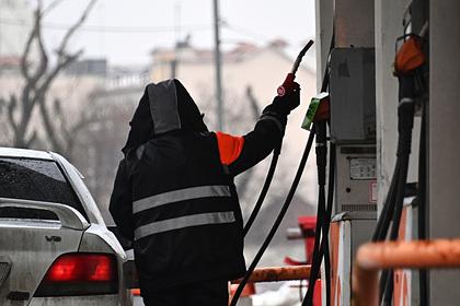 С владельцев заправок потребовали объяснений о росте цен на бензин