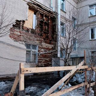 Жителям дома с рухнувшей стеной захотели в разы повысить коммуналку