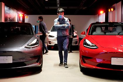 Tesla вернула тайно списанные со счетов клиентов деньги: Деньги: Экономика: Lenta.ru