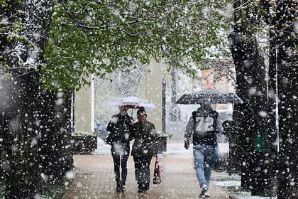 Почему Москву засыпает снегом в апреле, а в Арктике становится все жарче? Отвечает климатолог