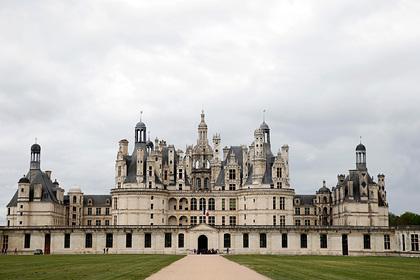 Как король Франции построил замок для любовниц и умер от обилия любви