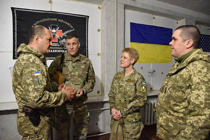 Военного атташе США раскритиковали за шеврон украинской бригады
