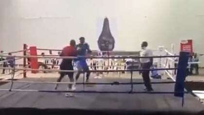 Боксер-тяжеловес нокаутировал соперника за 15 секунд