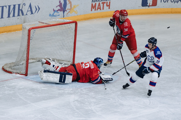 Благотворительный матч легенд хоккея с любителями в Норильске