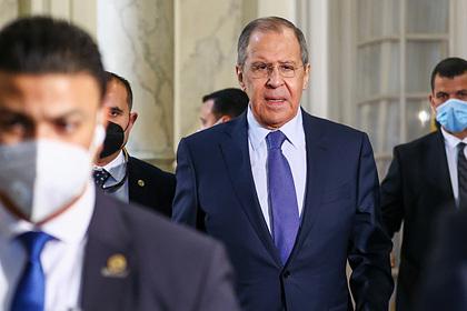 Лавров объяснил нахождение российских войск около границы Украины