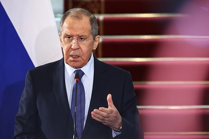 Лавров заявил о работе России над отказом от западных платежных систем
