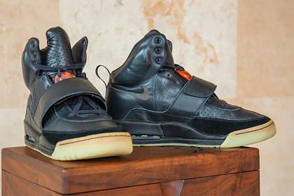 Первые кроссовки Yeezy Канье Уэста продадут за миллион долларов
