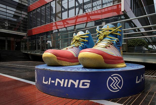 Скульптура в центре Li Ning в Пекине