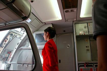 Названы несовместимые с авиаперелетами операции пассажиров