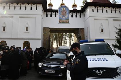 Из монастыря опального отца Сергия начали выселение всех жителей