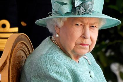 Елизавета II вернулась к королевским обязанностям после смерти мужа