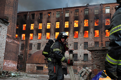 Путин наградил тушивших «Невскую мануфактуру» пожарных