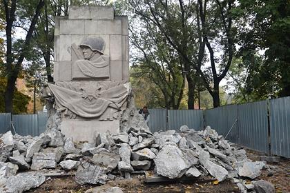 Названо число снесенных памятников советским солдатам в Польше