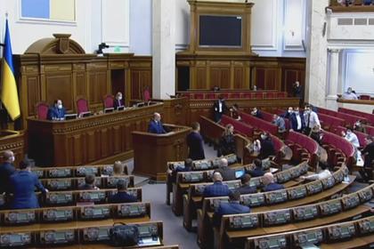 Украинскому министру в Раде вручили похоронный букет