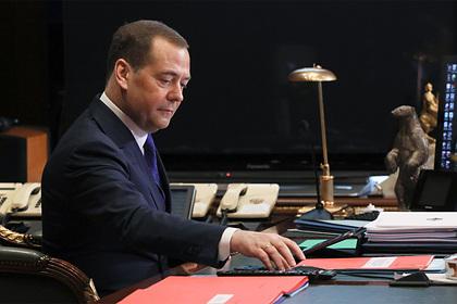 Медведев заметил беспрецедентный рост зарплат россиян