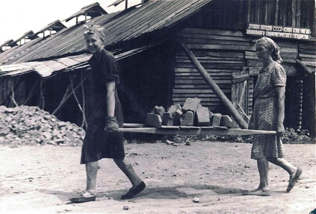 Латышские женщины в исправительно-трудовом лагере