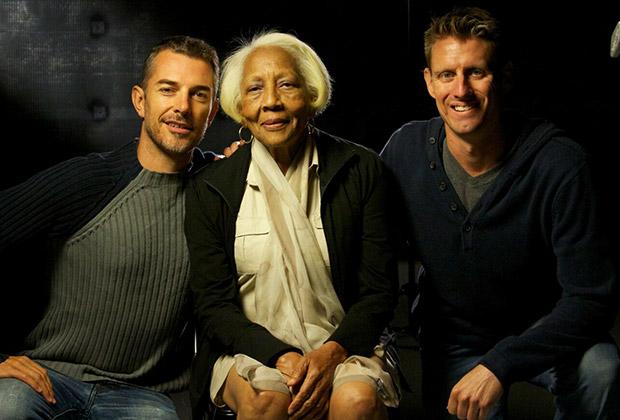 Режиссеры Мэтью Понд (слева) и Кирк Марколина (справа) с Дорис Пейн на съемках фильма «Жизнь и преступления Дорис Пейн»