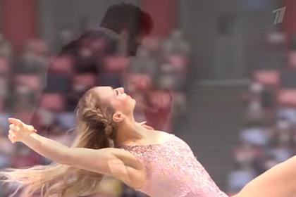 Появилось видео выступления российской фигуристки в расстегнутом платье