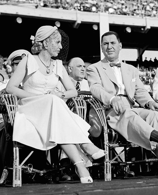 39-й и 41-й президент Хуан Перон с супругой Эвой, 1951 год