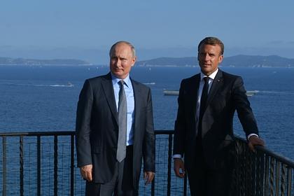 19 августа 2019. Президент РФ Владимир Путин и президент Франции Эммануэль Макрон