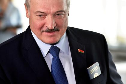 Сын Лукашенко ударил соперника клюшкой между ног в хоккейном матче