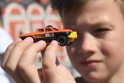 Врач назвал альтернативу дешевым китайским игрушкам для детей