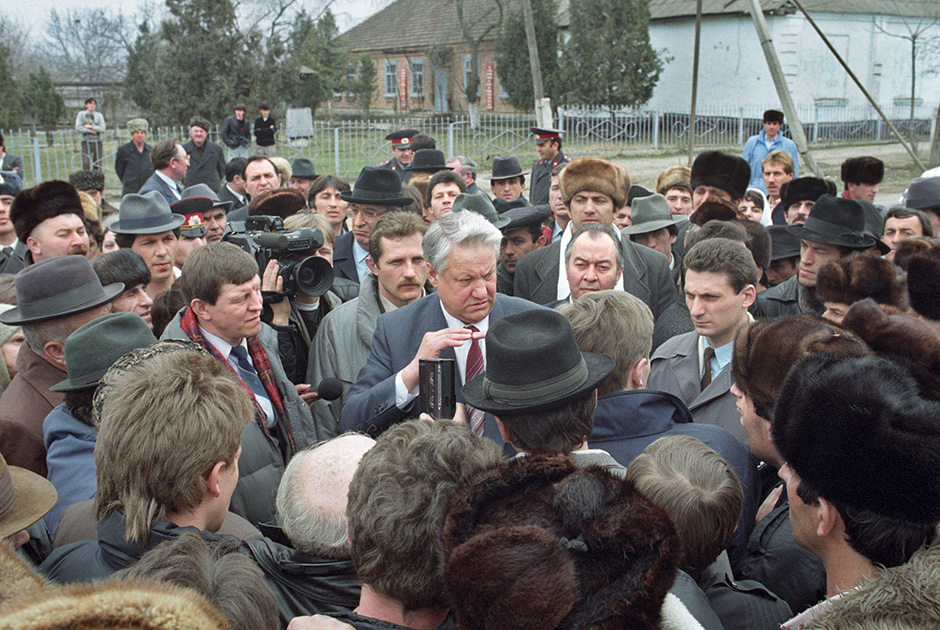 Ельцин в селе Карабулак, Чечено-Ингушетия, 1991 год