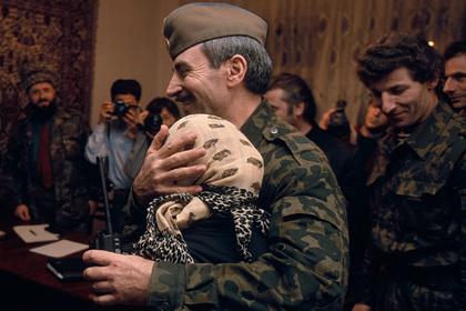 Дудаева уничтожили ракетой после телефонного звонка. О чем вспоминает его собеседник спустя 25 лет?