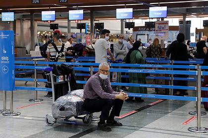 Застрявшим за рубежом россиянам посоветовали самим планировать возвращение домой