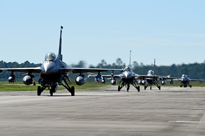 Пентагон объяснил переброску истребителей в Польшу
