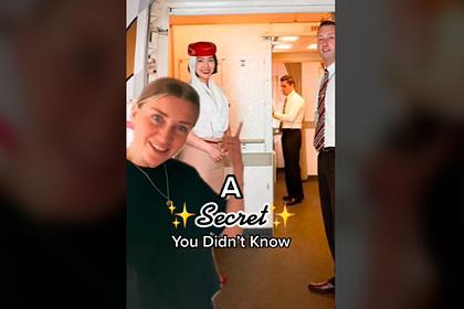 Стюардесса раскрыла причину странного взгляда бортпроводниц при посадке на борт