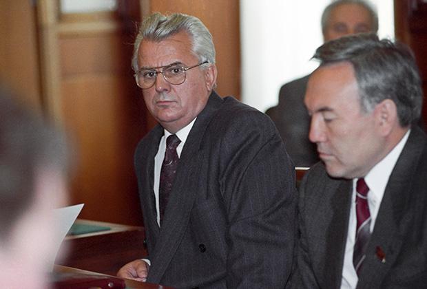 Председатель Верховной Рады Украины Леонид Кравчук (слева)