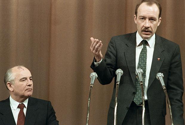 Горбачев и Мироненко на XXII съезде ВЛКСМ. Москва, сентябрь 1991 года