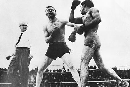 «Все было пропитано кровью». Самый жестокий боксерский бой длился 40 раундов. Бойцы покалечили друг друга и сошли с ума
