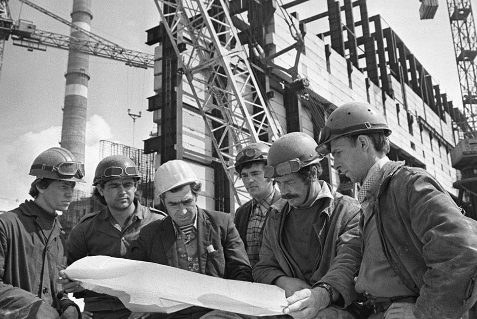 Передовая бригада слесарей-монтажников турбинного цеха. Чернобыль, 1 мая 1977 года