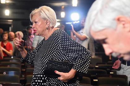 Вдова Караченцова потребовала для россиян пенсию в 100 тысяч рублей