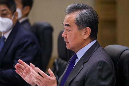 Глава МИД КНР сравнил демократию и Coca Cola