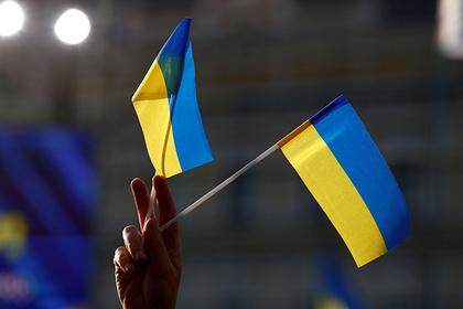 Украинские депутаты устроили потасовку из-за российского флага