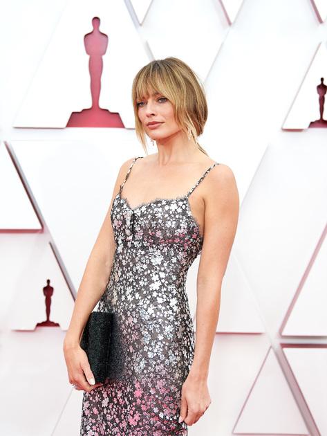 30-летняя австралийка Марго Робби в прошлом номинировалась на «Оскар» дважды — как лучшая ведущая актриса в спортивной биографической комедии «Тоня против всех» и как лучшая артистка второго плана за роль в драме о сексуальных домогательствах «Скандал». Зрителю она, впрочем, запомнилась скорее ролями в «Волке с Уолл-стрит» и «Однажды в… Голливуде». В этом году Робби номинаций на премию Академии не получила.