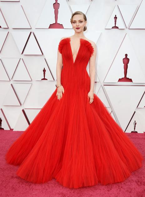 Американка Аманда Сейфред, снявшаяся в «Отверженных» и «Времени», претендовала на звание лучшей актрисы второго плана за роль в фильме «Манк» Дэвида Финчера. Это первая номинация 35-летней артистки на «Оскар».