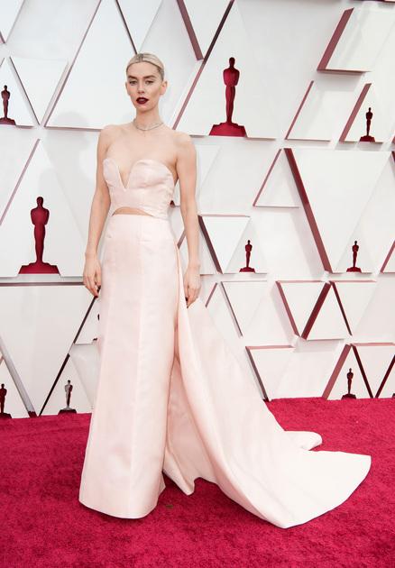 """Британская актриса Ванесса Кирби — номинантка на «Оскар» за роль во «Фрагментах женщины» 2020 года. 33-летняя артистка также снялась в картинах «Трамвай """"Желание""""» и «Миссия невыполнима: Последствия»."""