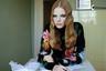 Каждая рекламная серия Эмми Америки — отдельная новелла с собственным стилем и внутренней драматургией. 25-летняя фотограф успела посотрудничать с такими брендами, как Calvin Klein, Nike, UGG и Urban Outfitters.
