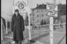 Техник третьего ранга возле входа на территорию 3110-го батальона связи армии США. Берлин, 1945 год.  Фото: Cэм Джаффе / частная коллекция Артура Бондаря