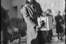 Техник третьего ранга армии США с собакой. Берлин, 1945 год.  Фото: Cэм Джаффе / частная коллекция Артура Бондаря