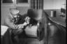 Портрет Сэма Джаффе с таксой. Берлин, 1945 год.  Фото: Cэм Джаффе / частная коллекция Артура Бондаря