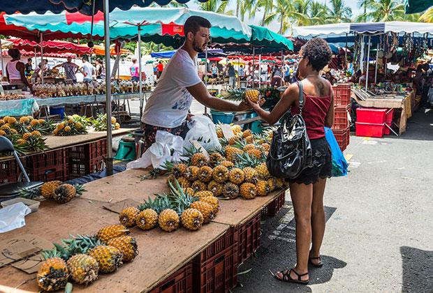 Рынок в городе Сен-Поль на западе Реюньона